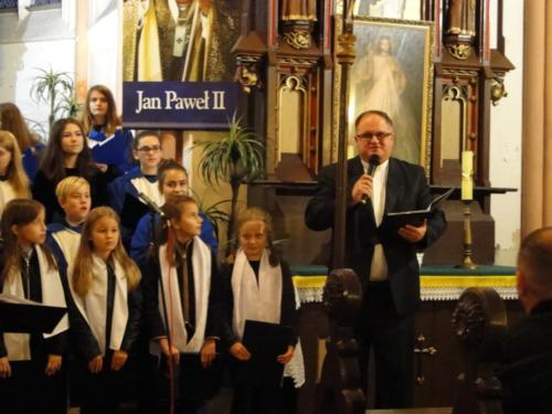 Koncert na zaproszenie proboszcza parafii pw. św. Jana Chrzciciela w Smogorzowie przygotowała dyrygent chóru, pani Renata Adamska.
