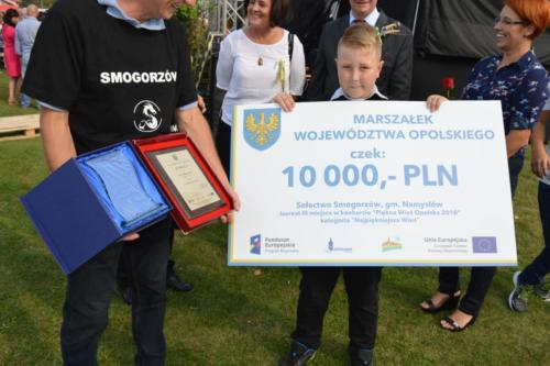 """Trofea zdobyte wkonkursie """"Piękna Wieś Opolska""""."""