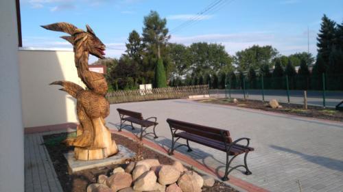 Rzeźba smoka, bohatera legendy smogorzowskiej.
