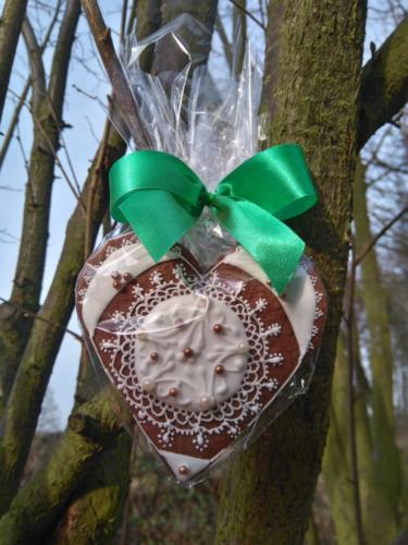 Oprócz życzeń każdy senior otrzymał  pięknie zdobione pierniki zrobione przez  panią Martynę Prządę.